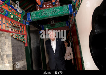 Beijing, China. 9th May, 2017. The Bavarian Prime Minister Horst Seehofer (CSU) visits the palace of Prince Gong, - Stock Photo