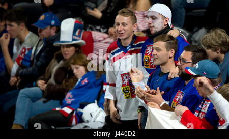Paris, France. 05th May, 2017. The Ice Hockey World Championships match Czech Republic vs Canada, in Paris, France, on May 5, 2017. Czech fans. Credit: Michal Kamaryt/CTK Photo/Alamy Live News Stock Photo