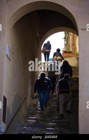 Montalcino, Italy. 6th May, 2017. People walk upstairs in Montalcino, Italy, May 6, 2017. Montalcino is a medieval - Stock Photo