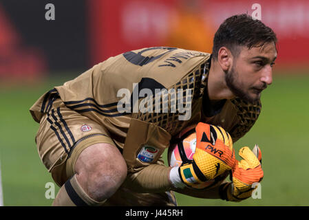Milan, Italy. 7th May, 2017. Gianluigi Donnarumma (Milan) Football/Soccer : Italian 'Serie A' match between AC Milan - Stock Photo
