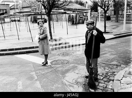 AJAXNETPHOTO. 1984. LOUVECIENNES, FRANCE. - MARKET SQUARE - SWEEPING UP. PHOTO:JONATHAN EASTLAND/AJAX REF:840104 - Stock Photo