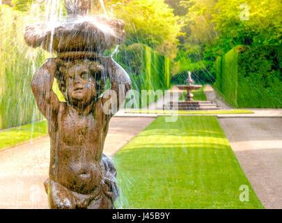 ville venete fountain statue child shower - Stock Photo