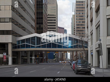 +15 walkway over city street, part of an extensive above-ground pedestrian skywalk system in downtown Calgary - Stock Photo