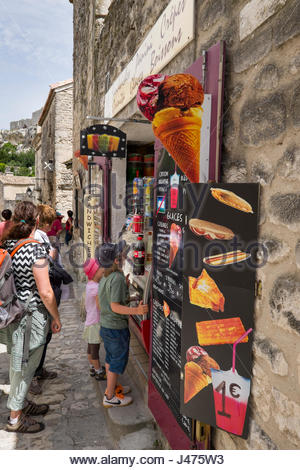 Group of people in line to buy refreshing treat, Les Baux-de-Provence, Arles, Provence-Alpes-Côte d'Azur, France - Stock Photo