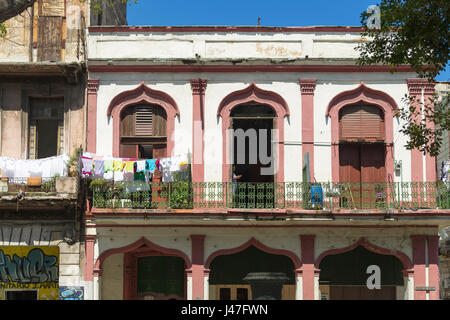 Laundry on the balcony of an old colonial building, Old Havana, Cuba - Stock Photo