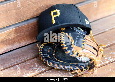 Los Angeles, CA, USA. 9th May, 2017. in the game between the Pittsburg Pirates and the Los Angeles Dodgers, Dodger - Stock Photo