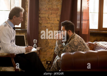 Military psychologist. Psychologist providing moral assistance to soldier who has been in hot spots. Military man - Stock Photo