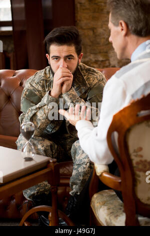 Military psychologist. Psychologist providing moral assistance to soldier who has been in hot spots. Handsome young - Stock Photo