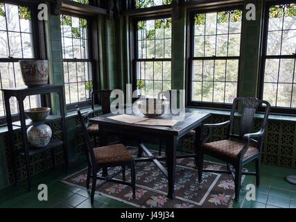 A dining area at Glensheen Mansion in Duluth, Minnesota, USA. - Stock Photo