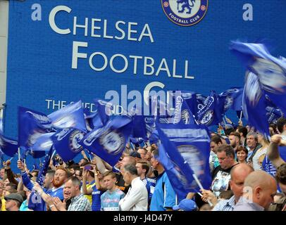 CHELSEA FANS WAVES CHAMPIONS F CHELSEA V SUNDERLAND STAMFORD BRIDGE STADIUM LONDON ENGLAND 24 May 2015 - Stock Photo