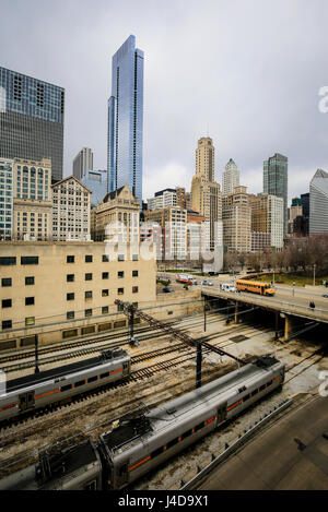 Chicago, cityscape, Railway tracks and roads against skyline, Chicago, Illinois, USA, North America, Bahngleise - Stock Photo