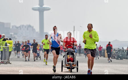 Brighton, UK. 13th May, 2017. Hundreds of people take part in the weekly Park Run fitness event along Brighton and - Stock Photo