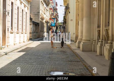 Two womans walking in Havana, Cuba - Stock Photo