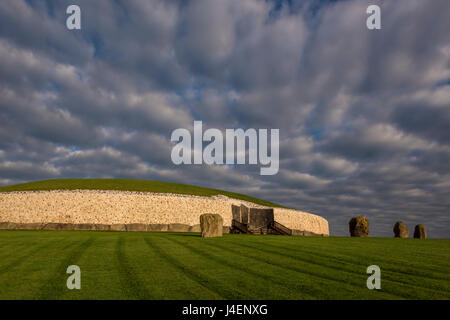 Newgrange, UNESCO World Heritage Site, County Meath, Leinster, Republic of Ireland, Europe - Stock Photo