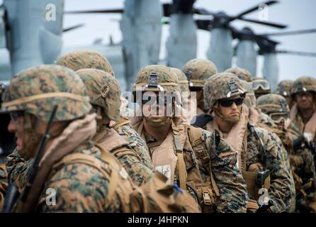 U.S. Marines load onto a USMC CH-53E Super Stallion helicopter on the flight deck aboard the USN Wasp-class amphibious - Stock Photo
