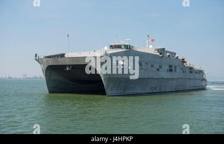 The USN Spearhead-class expeditionary fast transport ship USNS Fall River arrives at the Da Nang Tien Sa Port for - Stock Photo