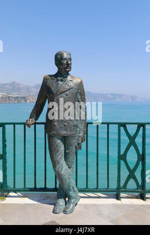 Nerja, Costa del Sol, Malaga Province, Andalusia, southern Spain. Statue of King Alfonso XII on the Balcon de Europa. - Stock Photo