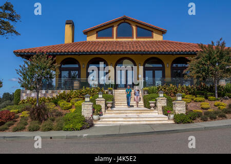 Mediterranean-style tasting room, Hanna Winery and Vineyards, Healdsburg, Alexander Valley, Sonoma County, California, - Stock Photo