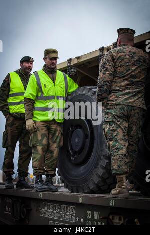 Norwegian Staff Sgt. Cteinar Norli, far left, and Capt. Andre Gjerde speak with U.S. Marine 2nd Lt. Bryan Hassett, - Stock Photo
