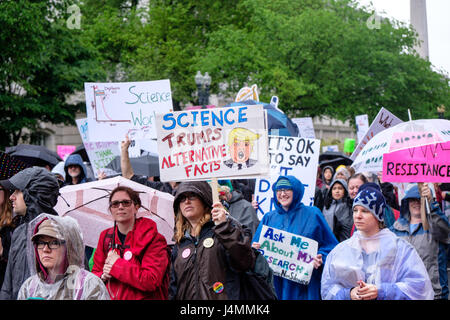 March for Science rally on Earth Day, Washington DC, USA, April 22, 2017. Activists and protesters marching along - Stock Photo
