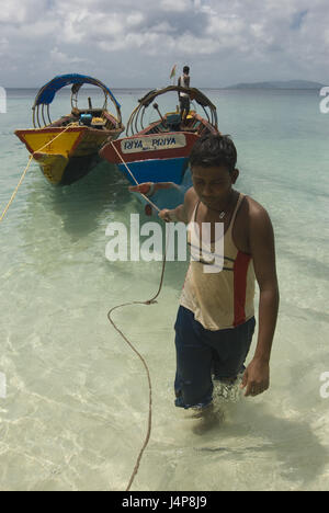 Man, young, drag, boats, coast, Indian ocean, Havelock Insel, Andamanen, India, no model release, - Stock Photo