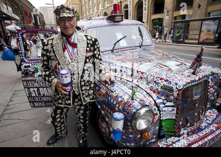 Great Britain, England, London, Pearly King, taxi, decorates, model released, - Stock Photo