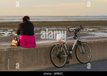 Southport, Merseyside, UK. 13th May, 2017. UK Weather.  Sundown over the Irish Sea as warmer weather returns with - Stock Photo