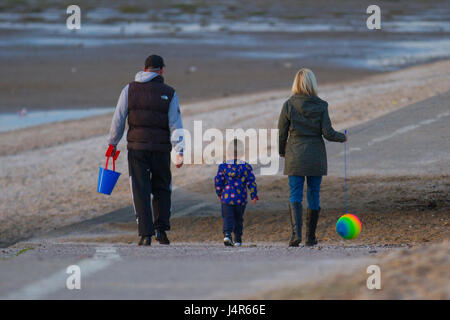 Southport, Merseyside, UK. 13th May, 2017. UK Weather.  Family enjoy a walk on the beach. Sundown over the Irish - Stock Photo