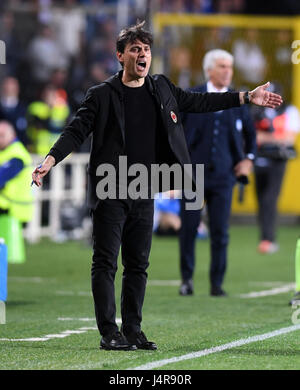 Bergamo, Italy. 13th May, 2017. AC Milan's head coach Vincenzo Montella gestures during the Italian Serie A soccer - Stock Photo