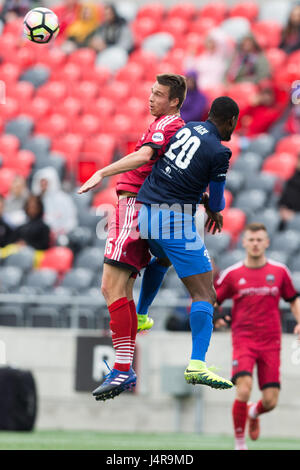 Ottawa, Canada. 13th May, 2017. Ottawa Fury FC Nick DePuy (15) and Pittsburgh Riverhounds Jamal Jack (20) jump to - Stock Photo