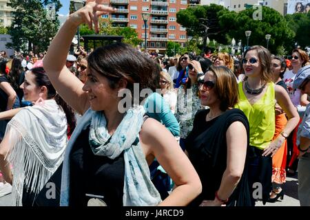 Madrid, Spain. 14th may, 2017. Thousands of people have met in Colón Square, Madrid, to celebrate '2017 Flamenco's - Stock Photo