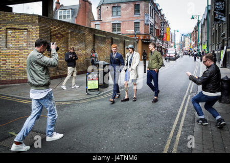 A model shoot in London's Brick Lane - Stock Photo