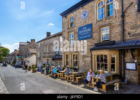 The Grassington Inn on The Square, Grassington, Wharfedale, Yorkshire Dales National Park, North Yorkshire, England, - Stock Photo