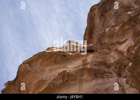 The steep sandstone walls of a natural mountain fault that leads to the Treasury, Al Khazneh, in Petra, Jordan. - Stock Photo