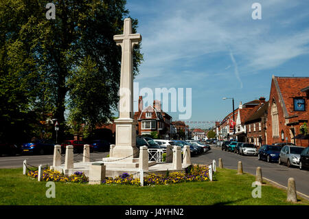 The war memorial and High Street, Marlow, Buckinghamshire, England, UK - Stock Photo