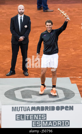 Madrid, Spain. 14th May, 2017. Spain's Rafael Nadal celebrates with the trophy after the men's final against Austria's - Stock Photo