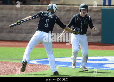 Albuquerque, NEW MEXICO, USA. 11th May, 2017. JOURNAL 051117.Hope Christian Huskies Tyler Fickel, left and teammate - Stock Photo
