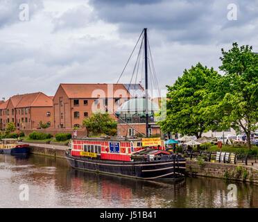 Castle Barge, floating pub in Newark on Trent, UK. - Stock Photo