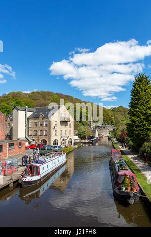 Hebden Bridge, Yorkshire. Narrowboats on the Rochdale Canal, Hebden Bridge, West Yorkshire, England, UK. - Stock Photo
