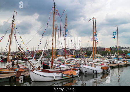 Amsterdam, Netherlands. 19th Aug, 2015. SAIL Amsterdam 2015, Sail In Parade on first day (of 5, 19th to 23th Aug): - Stock Photo