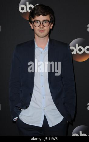 New York, NY, USA. 16th May, 2017. Freddie Highmore at arrivals for ABC Upfront 2017, David Geffen Hall at Lincoln - Stock Photo