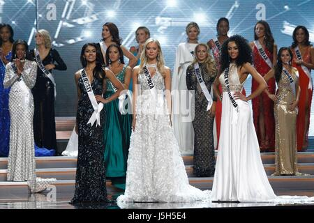 Final 3 contestants Miss New Jersey USA, Chhavi Verg, Miss Minnesota USA, Meridith Gould and Miss District of Columbia - Stock Photo