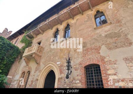 Juliet's house in Verona whit balcony - Stock Photo