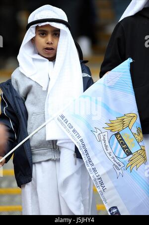 MANCHESTER CITY FANS INSIDE ST MANCHESTER CITY V WIGAN ATHLET WEMBLEY STADIUM LONDON ENGLAND UK 11 May 2013 - Stock Photo