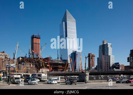 Contextual view from the northeast, showing the tower surrounded by the Hudson Yards development under construction. - Stock Photo