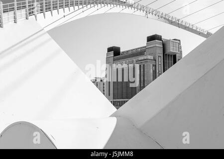 Newcastle upon Tyne with the Gateshead Millennium Bridge and Baltic Centre for Contemporary Art  at Gateshead, Tyne - Stock Photo