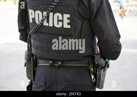 united states secret service uniformed police agent armed with handgun and bulletproof vest and tactical gear Washington - Stock Photo