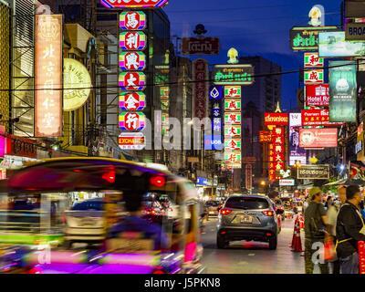 May 18, 2017 - Bangkok, Bangkok, Thailand - Yaowarat Road in Bangkok's Chinatown. City officials in Bangkok have - Stock Photo