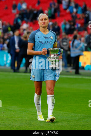 Manchester City captain Steph Houghton  kisses the cup during the SSE Women's FA Cup Final match between Birmingham - Stock Photo