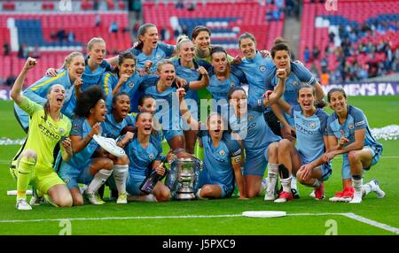 Manchester City women celebrate winning the SSE Women's FA Cup Final match between Birmingham City and Manchester - Stock Photo